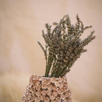 Mokinės darbelis, vaza puošta rožytėmis