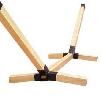 Metalinė - medinė konstrukcija hamakui kabinti. Lengvai išardoma ir surenkama. Galima masinė gamyba.