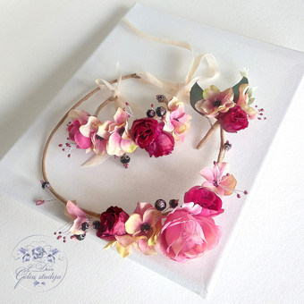 Šilko gėlių rinkinukas (rankų darbas): lankelis, apyrankė ir butonjerė
