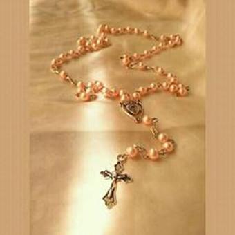 Rožančius komunijai krikštynoms,iš švelnios persiko spalvos perliuku, juvelyrinių detalių