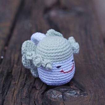 Žalsvas angeliukas - ergonomiškas žaisliukas, kuris pritaikytas mažylio porekiams: rankenėlė ypač plona,kad būtų patogi, lengvas, kad būtų nesunku pakelti, be jokių aštrių kampų, kad b ...