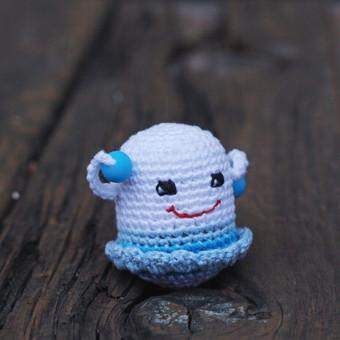 Melsva mergytė. Žaisliukas pritaikytas mažyliui: ypač plona rankenėlė patogi paimti, lengvas, kad būtų nesunku pakelti, visiškai saugus - be jokių aštrių kampų, įnerti speciailiai kramt ...