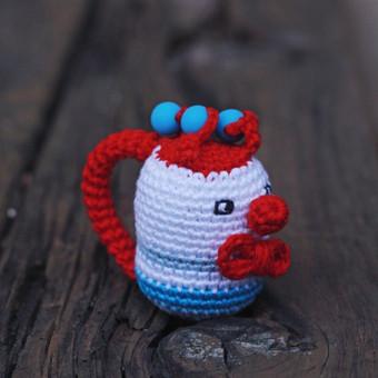 Melsvasis klounas pritaikytas mažyliui: ypač plona rankenėlė patogi paimti, lengvas, kad būtų nesunku pakelti, visiškai saugus - be jokių aštrių kampų, įnerti speciailiai kramtymui skirti ...