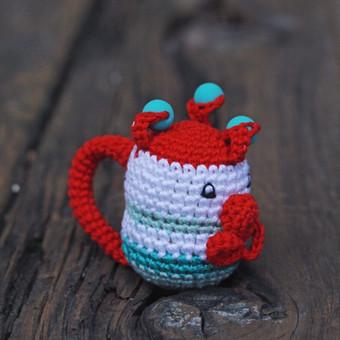 Šis žavus klounas pritaikytas mažyliui: ypač plona rankenėlė patogi paimti, lengvas, kad būtų nesunku pakelti, visiškai saugus - be jokių aštrių kampų, įnerti speciailiai kramtymui skir ...