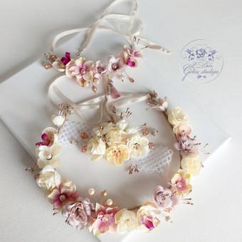 Šilko gėlių rinkinukas (rankų darbas): lankelis, galvos juosta ir kaklo papuošalas