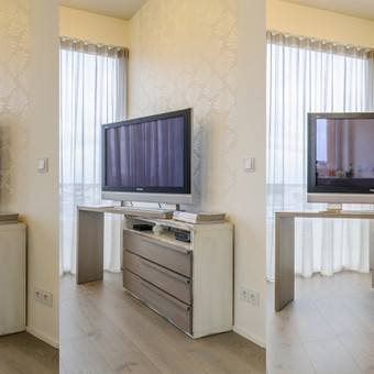 TV komoda su sukama dalimi, kad TV būtų galima patogiai žiūrėti tiek prie sofos, tiek prie pietų stalo.