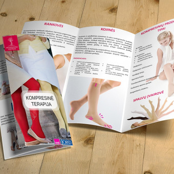 Ortopedinių kompresinės terapijos produktų pažintinio 3 dalių lankstinuko dizainas.