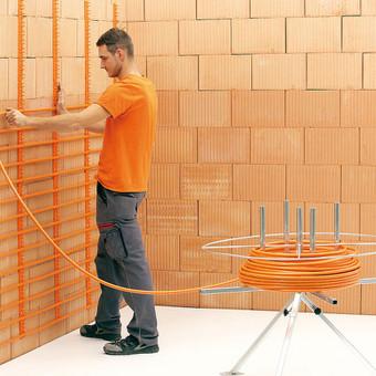 Sieninis šaldymas-šildymas su darbu ir medžiagomis. Puiki alternatyva oro kondicionieiriui.