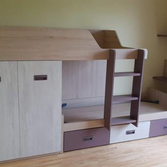 Moduliniai baldai jaunuolio kambariui