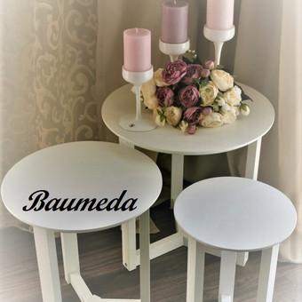 3 mediniai staliukai ,žvakidės