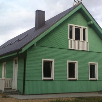 Karkasiniai kultūros namai Trakų r. su stogu ir fasadu.