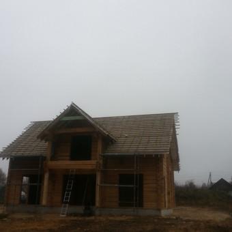 Rastinis namas su plėvele.