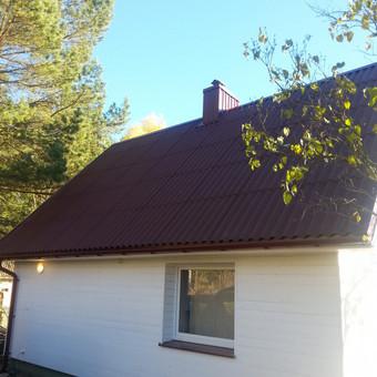 Namas po stogo ir fasado renovacijos.