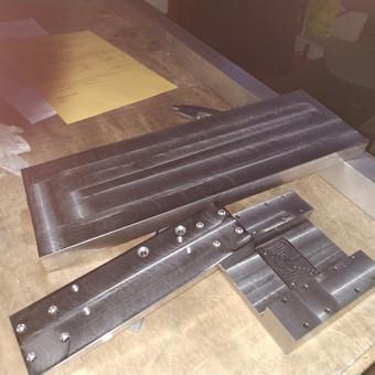 CNC staklių detalių gamyba