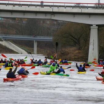 Žygiai baidarėmis Jūros ir Akmenos upėmis organizuojami visus metus, net žiemą, jei upių nesukausto ledas. Populiarėja ir vis daugiau aktyvių žmonių sutraukia masiniai baidarių žygiai Ka ...