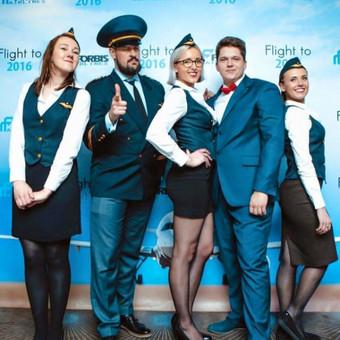 Orlaivio kapitonas su komanda