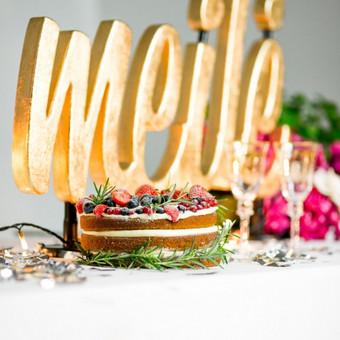 Lights&Letters aukso dulkėmis dengtas užrašas Meilė