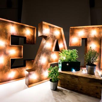 Lights&Letters sendintos raidės su antikvarinėmis lemputėmis EAT