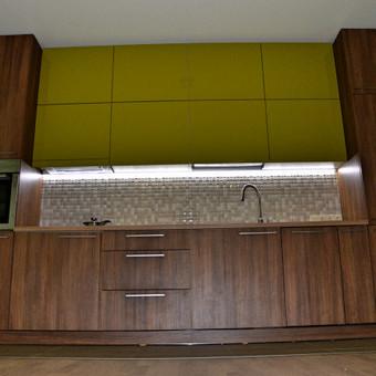 #Virtuvės baldai. Medžio dekoras su salotine blizgia lmdp.
