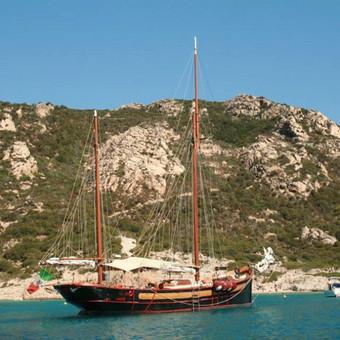 Kelionės į Sardiniją, plaukiojimas jachtomis, istorinis, kultūrinis paveldas, kulinarija, įvairus vynas