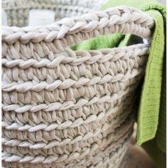 Nertas krepšys/daktadėžė iš trikotažinių siūlų. Spalvų ir dydžių pasirinkimas.