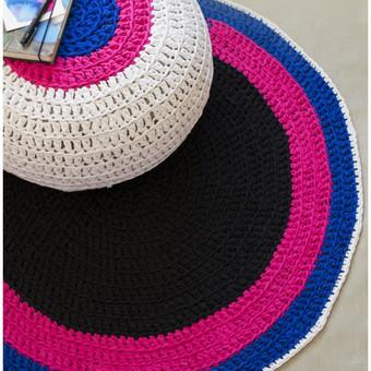 Rankų darbo nertas pufas ir kilimas iš trikotažinių siūlų. Spalvų ir dydžių pasirinkimas.