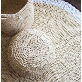 Rankų darbo komplektas: pufas, krepšys/daiktadėžė ir kilimas, nerti iš trikotažinių siūlų. Dydžių ir spalvų pasirinkimas.