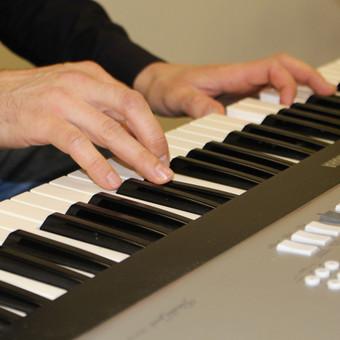 Linksmi ir žaismingi Jūsų Šventės vedėjai, dainininkai / JS muzikantai / Darbų pavyzdys ID 850421
