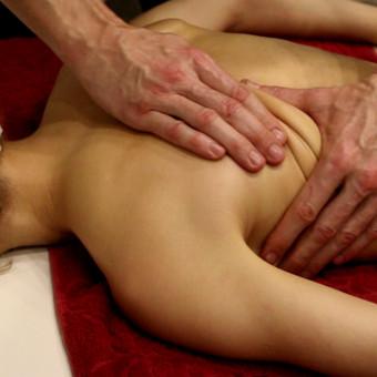 Giluminis, akupresūra, taškinis, raumenis atpalaiduojantis.