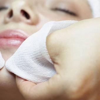 """Mechaninis (gydomasis) veido odos valymas,""""ANNA LOTAN"""" vėsiuoju brinkinimo metodu."""