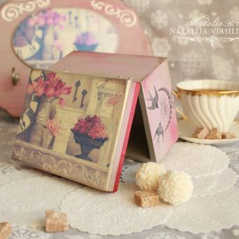 Medinė dėžutė 10x15 cm. Dėžutė patogi sudėti arbatos pakeliams, saldainiams arba papuošalams.