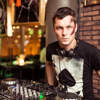 DJ su garso, bei apšvietimo įranga / Juozas Čybas / Darbų pavyzdys ID 101987