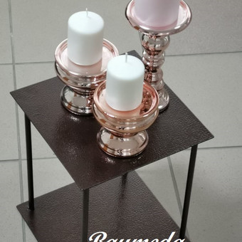 Rose gold žvakidžių nuoma,viename komplekte 1aukštesnė ir 2 žemos.Sendinto vario stoveliai  taip nuomai ,komplektas iš 8vnt-skirtingų aukščių.