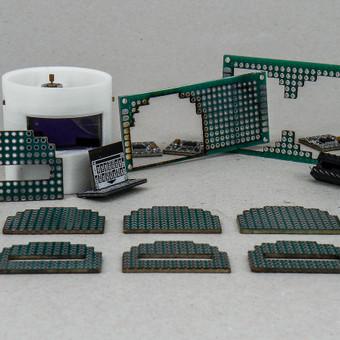 Elektronikos plokštės (PCB) pjovimas lazeriu, plastikinio korpuso 3D spauda.
