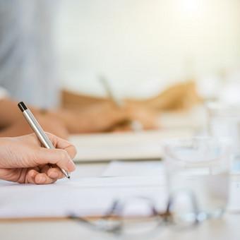 Mes teikiame konsultacijas darbdaviams bei darbuotojams įvairiais darbo teisės klausimais.