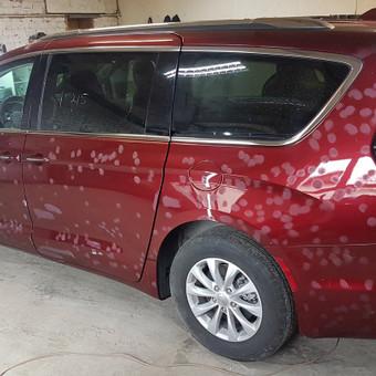 Automobilis pilnai buvo perdažytas. Dažymo brokų taisymas.