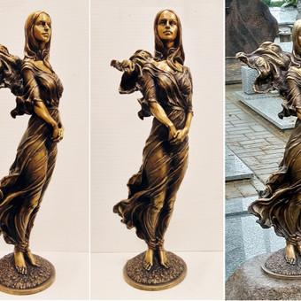 Antkapinė portretinė skulptūra. Aukštis 70 cm, bronza.