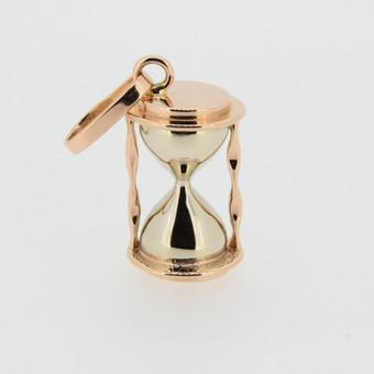 Pakabukas - auksinis smėlio laikrodukas.