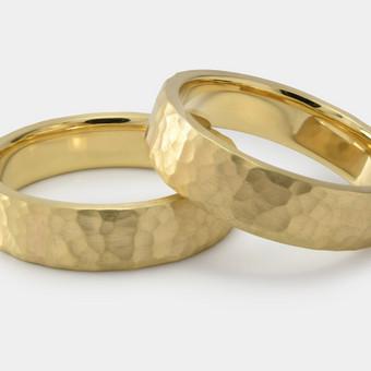 Geltono aukso kalinėti vestuviniai žiedai