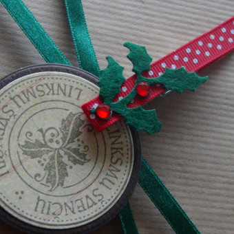 Dovanos dekoracija (Kalėdinė)