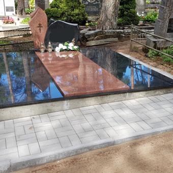 Kapavietės projekto įrengimas, paminklo bei granito plokščių montavimas, trinkelių klojimas.