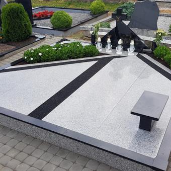Kapavietės projekto įrengimas, paminklo bei granito plokščių montavimas, dekoravimas skalda, trinkelių klojimas.