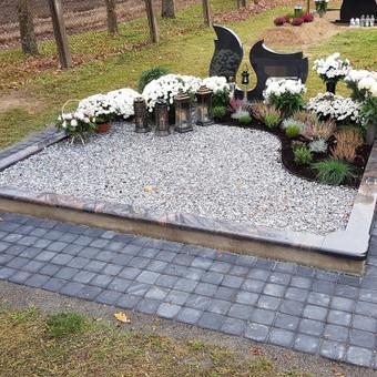 Kapavietės projekto įrengimas, paminklo bei granito bortelių montavimas, dekoravimas skalda, trinkelių klojimas.