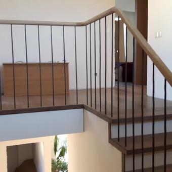 Skandinaviško  stiliaus laiptai, sendintomis pakopomis