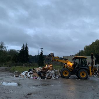 450m3 atliekų. Naudojome įvairų transportą, krovikus, krautuvą.