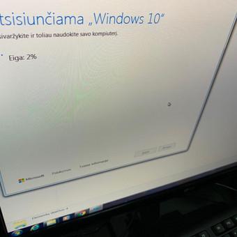 Atliekamas Windows 10 atnaujinimas iš senos Windows 7 versijos.