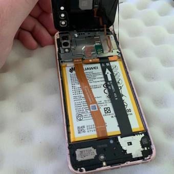 Telefono baterijų keitimas.