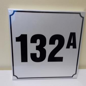 Gaminame namo numerių, gatvės pavadinimo lenteles, bei įvairias reklamines lentas, bei užrašus