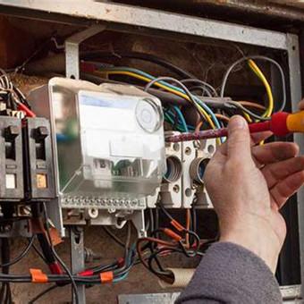 Skubiai taisome elektros gedimus, keičiame rozetes, įvadus, laidus, jungiklius, saugiklius.