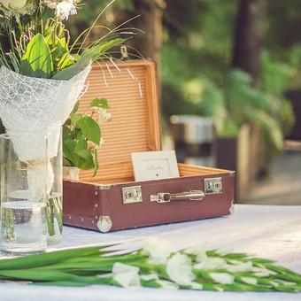 """Senoviniai lagaminai, - puiki mintis dailiai sudėti svečių """"vokelius"""" sveikinimų metu!"""